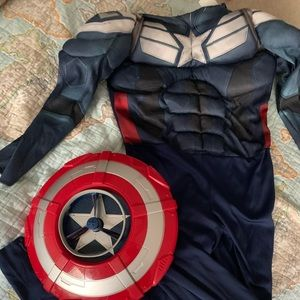 4-6 Captain America costume with mask and shield